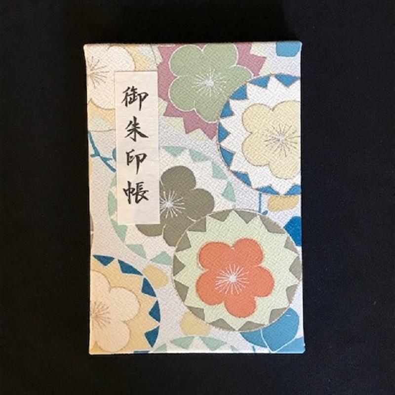 005A307 おしゃれな朱印帳(正絹着物生地使用) 丸紋梅